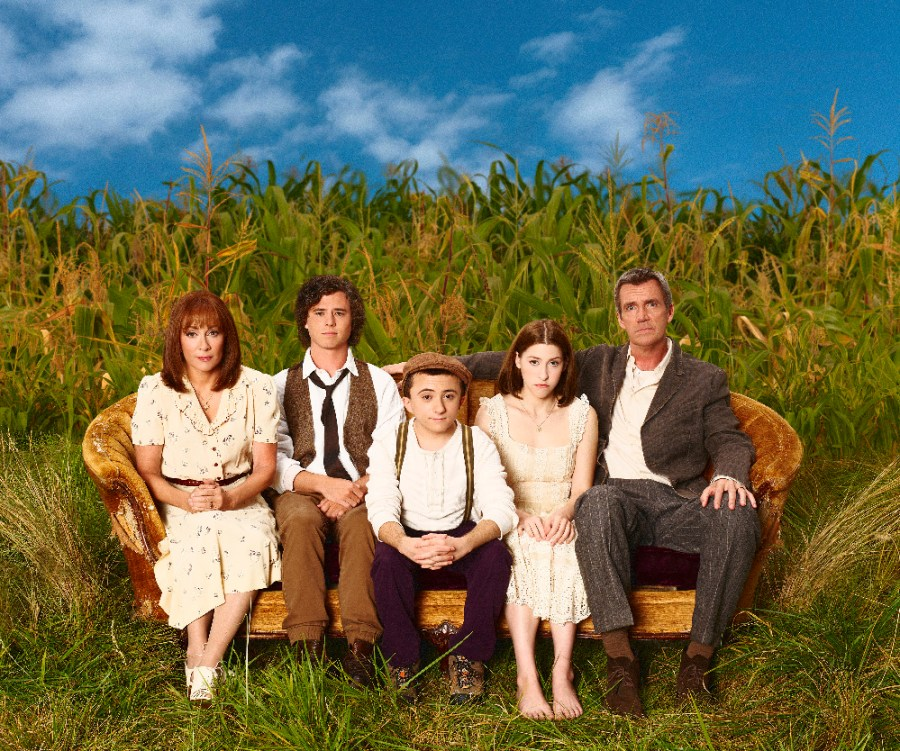 """THE MIDDLE - ABC's """"The Middle"""" stars Patricia Heaton as Frankie, Charlie McDermott as Axl, Atticus Shaffer as Brick, Eden Sher as Sue and Neil Flynn as Mike. (ABC/Craig Sjodin)"""