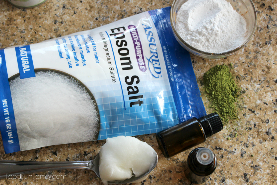 Lemon mint foot soak - a DIY beauty product made with all natural ingredients that will make your feet feel amazing and ready for sandal weather!