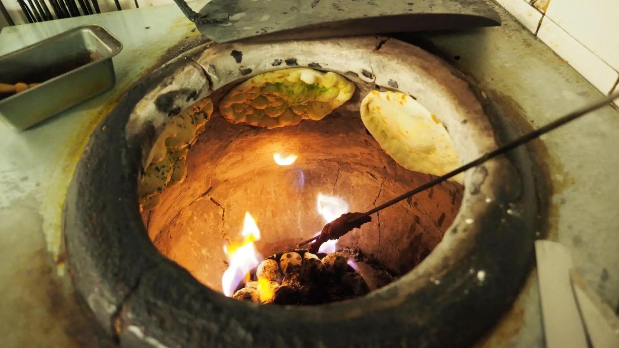 tandoori kyllingeburger opskrift - klassisk tandoor lerovn