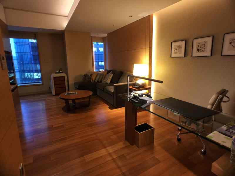 foodicles-intercontinental-osaka-7-suite-living-room