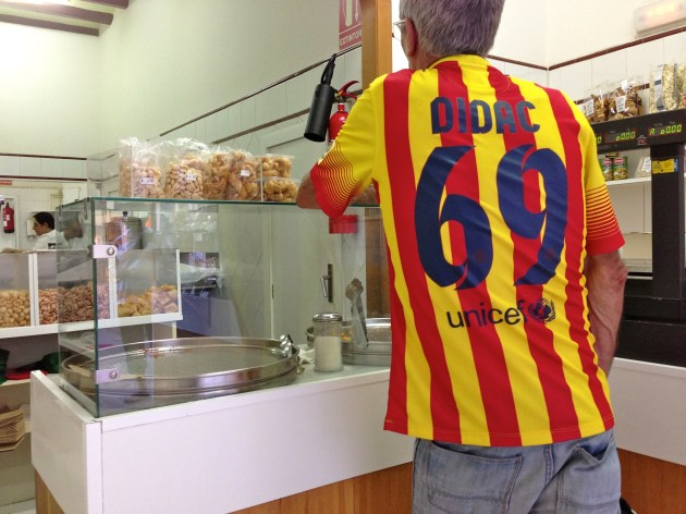Barcalona fan buying some churros