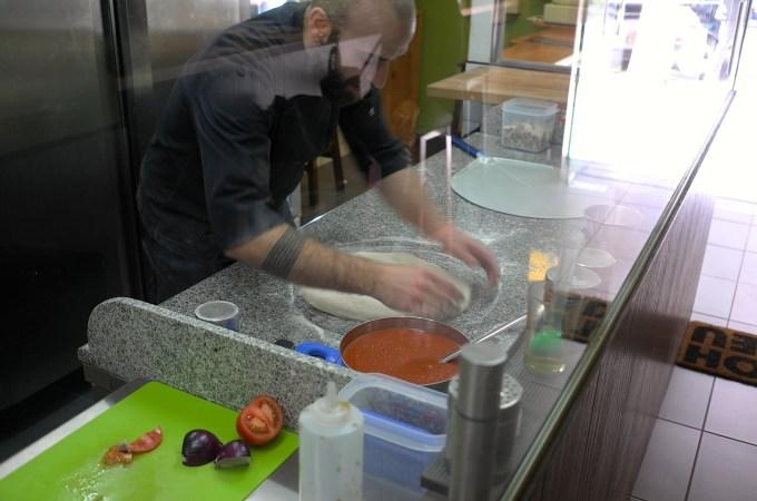 Making pizza at Tomaso