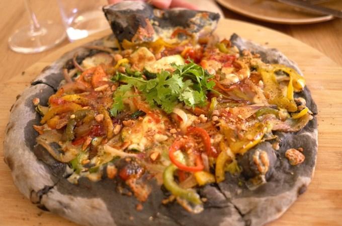 Carbon active Thai pizza