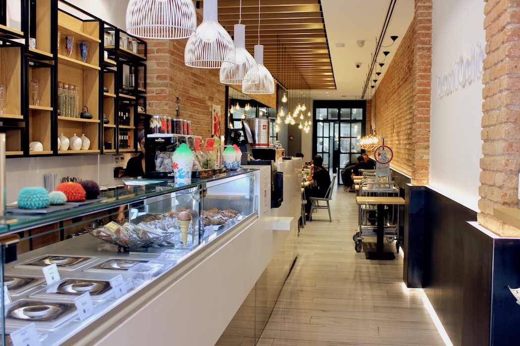 The pleasing interior design of Aula Ochiai Japanese Pastry shop and school