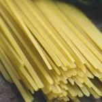 Linguine pašta-tjestenina je na krajevima spljoštena za razliku od špageta koji su okrugli