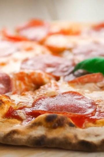 Ispecite pizzu na roštilju - top 5 savjeta i temeljni recept za pizzu