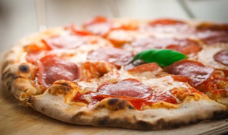 Savršena pizza na Kamado Madness roštilju  - donosimo 5 top savjeta i temeljni recept za pizzu