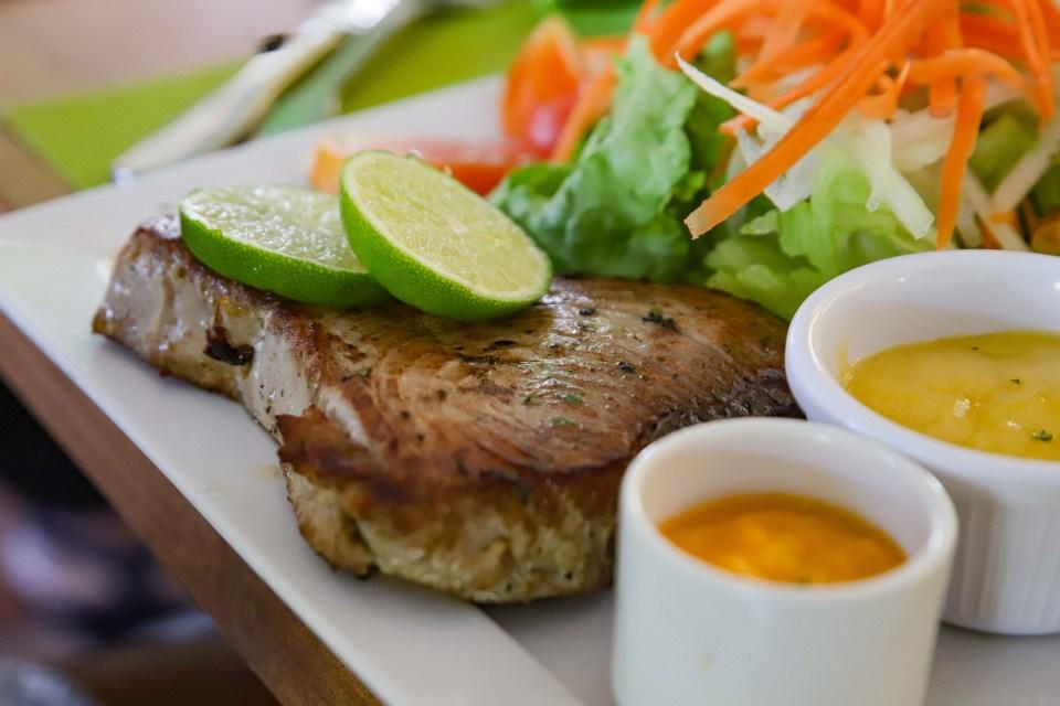 Steak de thon du restaurant Chez Nous à Saint-François. cuisine créole foodiles