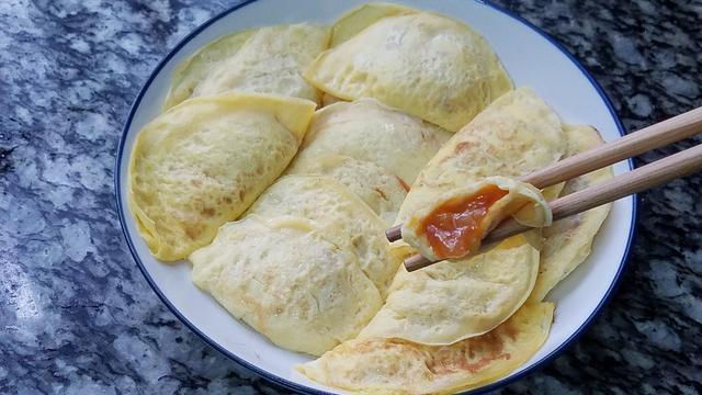 爱吃鸡蛋可以这样做,学会这一道爆浆的番茄蛋饺