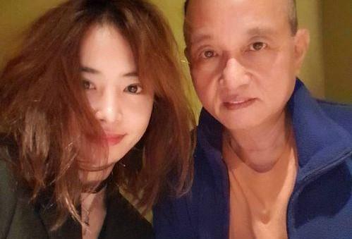 蔡依林5岁混血亲弟曝光,60岁蔡父娶泰籍老婆