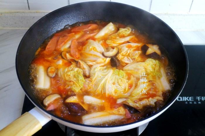 用西紅柿煮蔬菜濃湯,酸香開胃