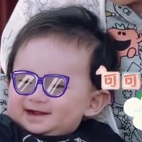 陳小春應采兒二胎兒子正面照首度曝光,五官跟媽媽一樣很帥氣