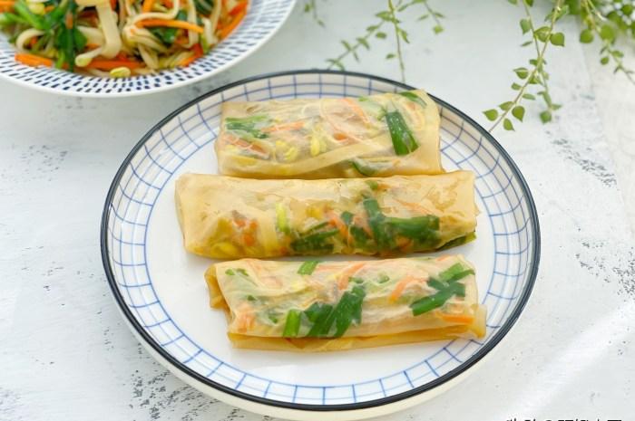 剩餃子皮不要煮著吃了,做成薄如蟬翼的春餅