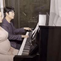 郎朗與孕妻四手聯彈做胎教,吉娜懷孕8個月肚大如籮