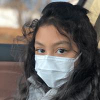 劉燁妻子曬女兒九歲生日照,雙眼有神一對兔牙搶鏡