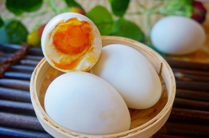 醃鹹鴨蛋有妙招,乾淨簡單個個流油起沙