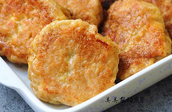 做豆腐饼薄皮脆嫩,香软好消化,比肉饼更香