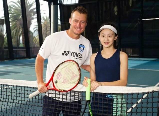 奥运二代:拳王儿子打马球,田亮女儿打网球,刘国梁女儿超过父亲