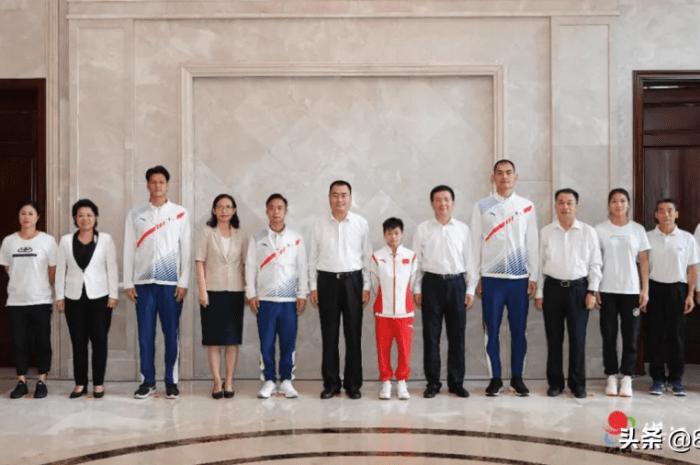 全红婵衣锦还乡!湛江市举办盛大欢迎仪式,站书记市长中间C位同框
