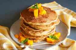 Vegan mango pancakes