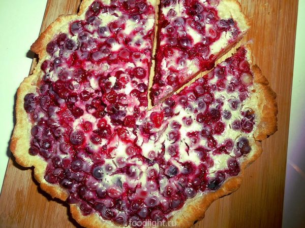 Пирог с брусникой graphic