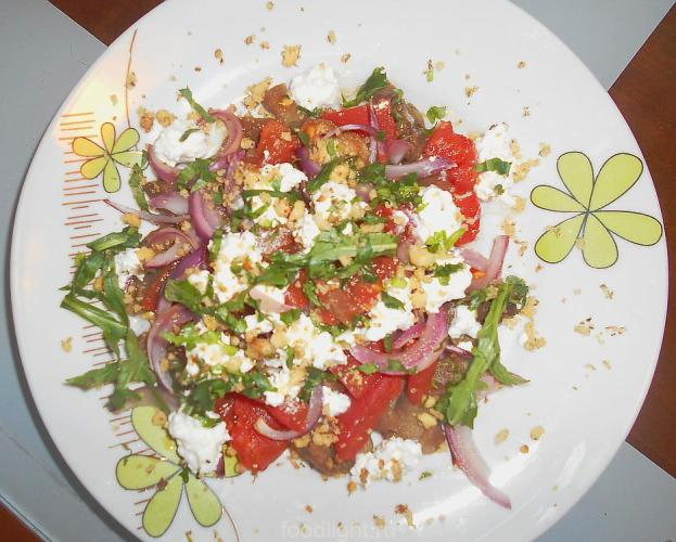 Салат с баклажанами и рукколой graphic