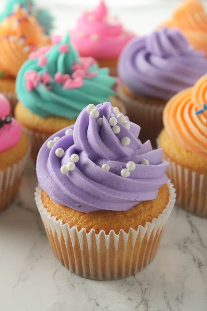 Bakery Style Cupcakes - The Easy Way