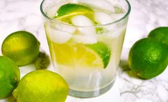 This sparkling limeade made with sugar or low calorie sweetener is simple and refreshing.