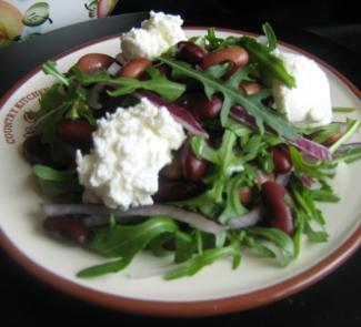 Салат с фасолью, руколой и творожным сыром | Вкусные ...