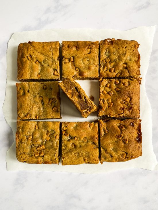 Middle of Sticky Toffee Blondie Recipe - www.foodnerd4life.com