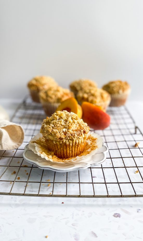 Peach Jam Middle Muffins with Streusel Topping - www.foodnerd4life.com