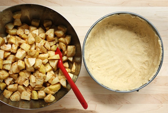 Pour the rest of the mixture into the pan and firmly press the dough against the bottom and all the way up the sides of the pan.