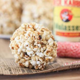 Old-Fashioned Popcorn Balls, by Jenna at Eat Live Run // FoodNouveau.com