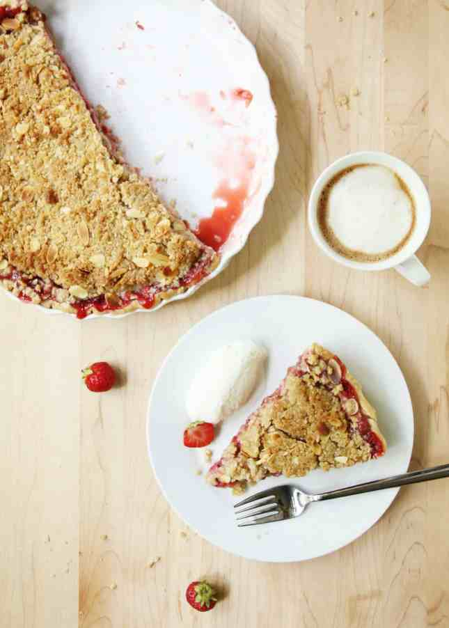 Strawberry and Rhubarb Crumble Pie // FoodNouveau.com