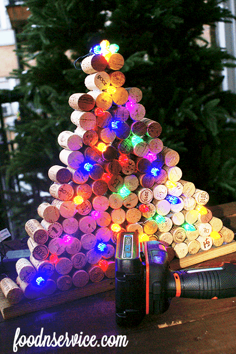 Diy wine cork christmas tree food n service for How to make a wine tree