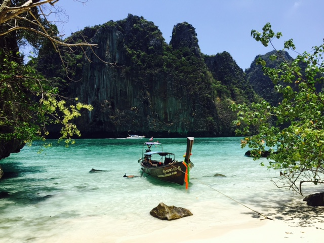 This image has an empty alt attribute; its file name is phi-phi-islands.jpg