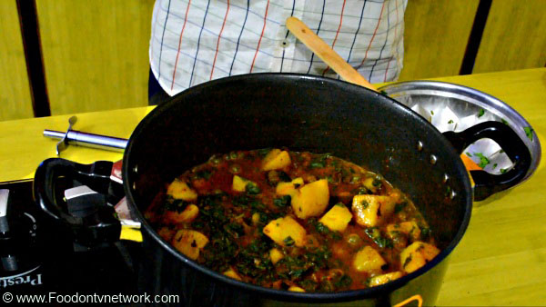 Aloo Palak Recipe, Best Indian Curry Recipes, Authentic Indian Curry Recipes.