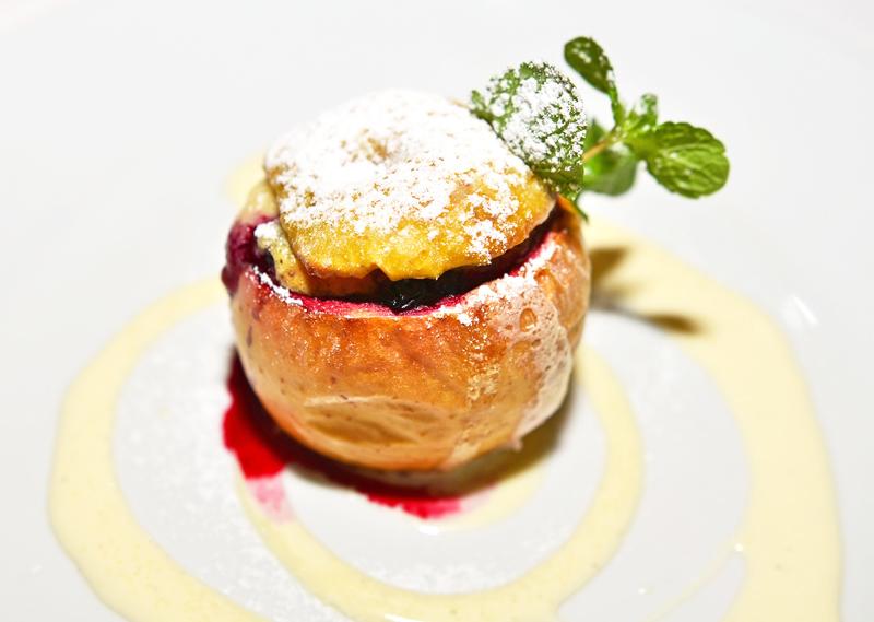 U Modré Kachničky II - Baked Apple, Berries and Crème Anglaise
