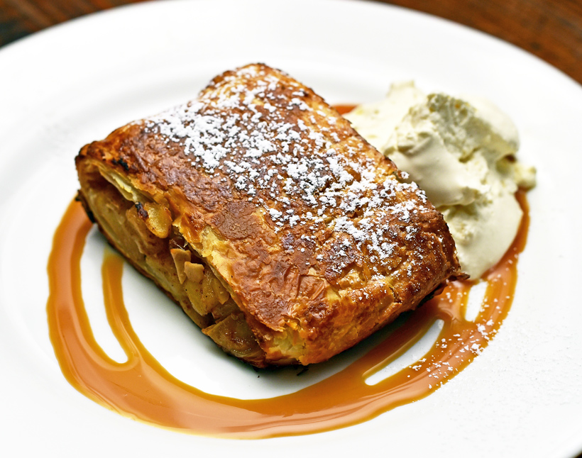 Doma Na Rohu - Apple Strudel