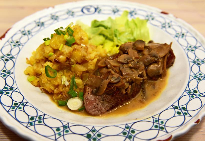 Czech Republic - Mikulov - Marcel Ihnačák Restaurant - Veal Steak, Mushrooms