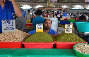 Tashkent - Chorsu Bazaar - Peas