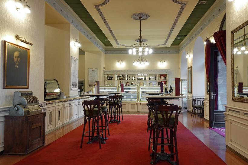 Hauer Café