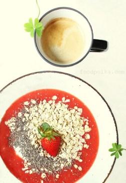 strawberry oatmeal breakfast