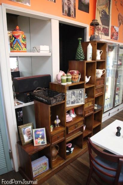 2 Hand Cafe inside