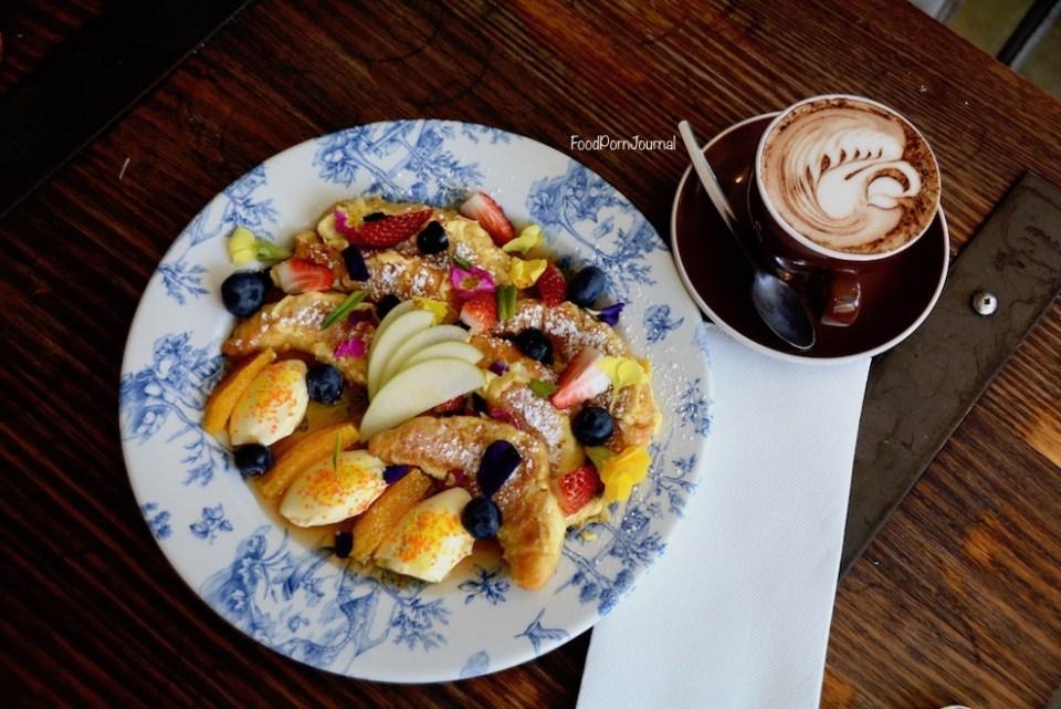 the-gods-cafe-anu-breakfast