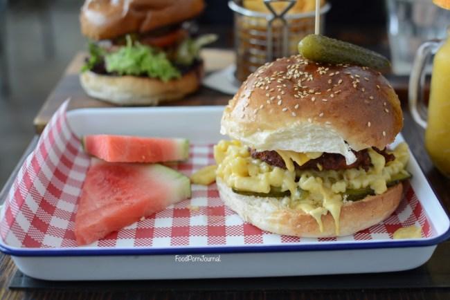 the-gods-cafe-anu-chicken-burger