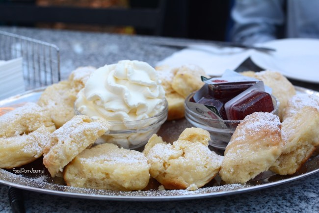 yarralumla-oaks-brasserie-scones