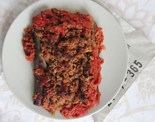turks gevulde aubergine met gehakt