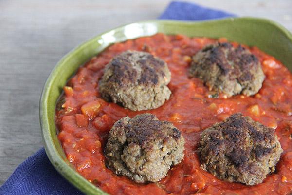 pesto gehaktballen in tomatensaus