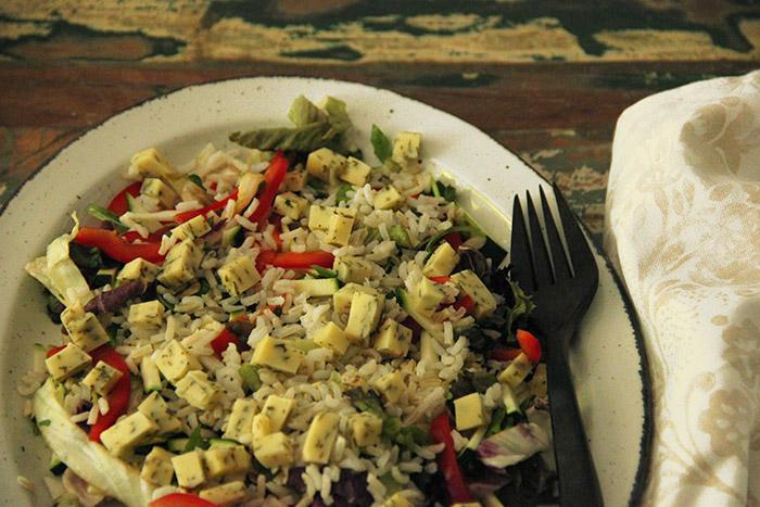 Salade met rijst en rucola-kaas